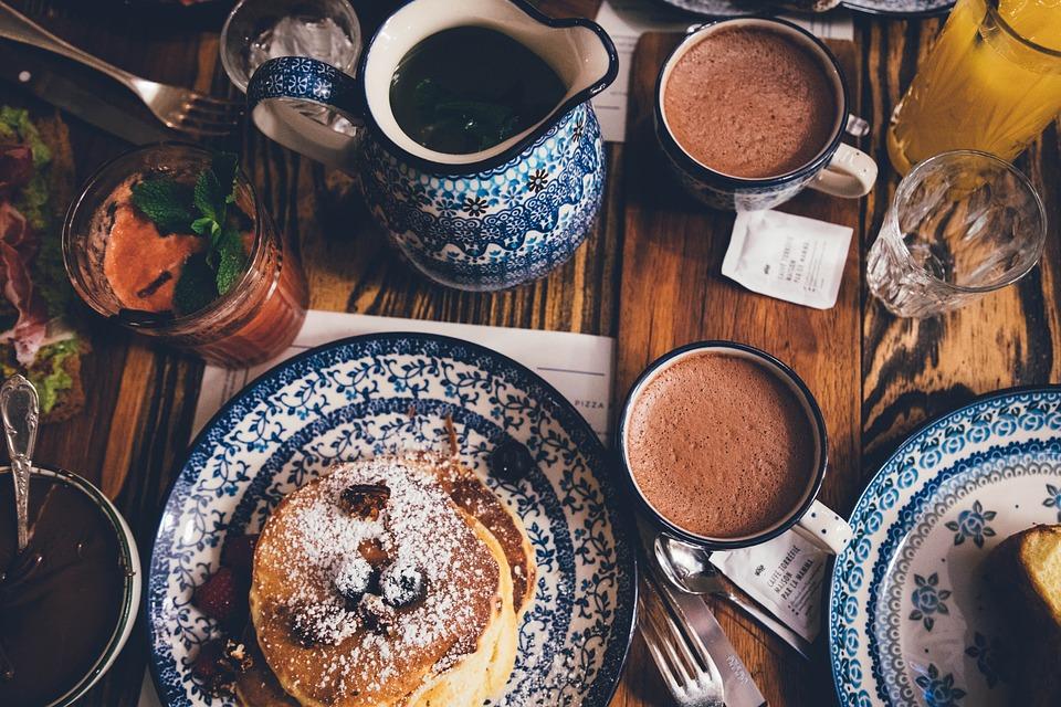 Topla čokolada i kolačići