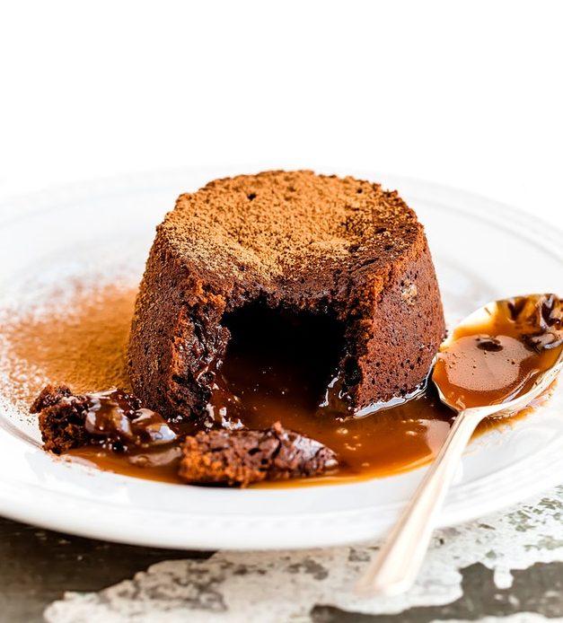 Cokoladni sufle na tanjiru