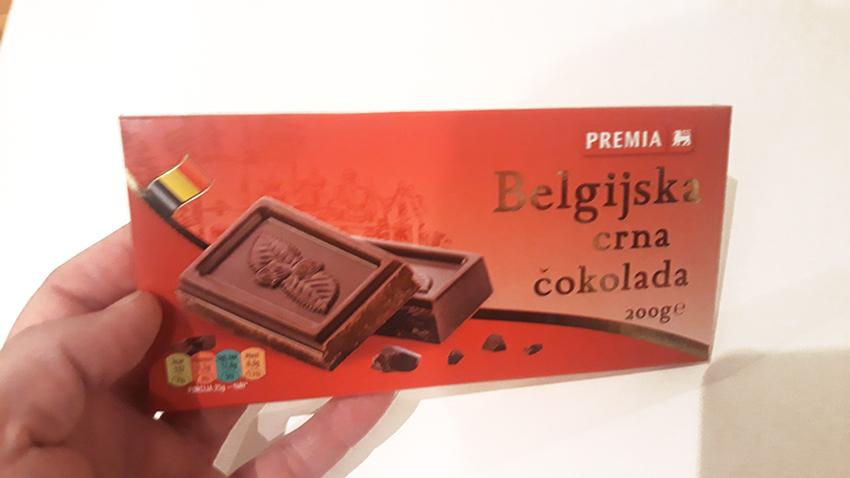 Tabla upakovane crne čokolade