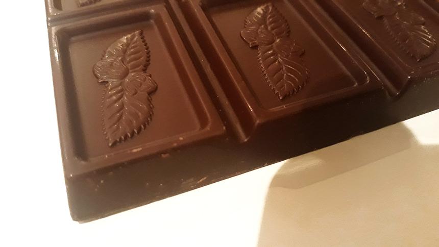 Detalj crne čokolade