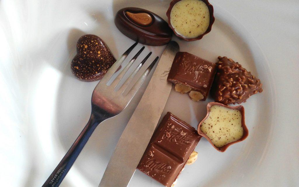 Čokoladne praline u tanjiru