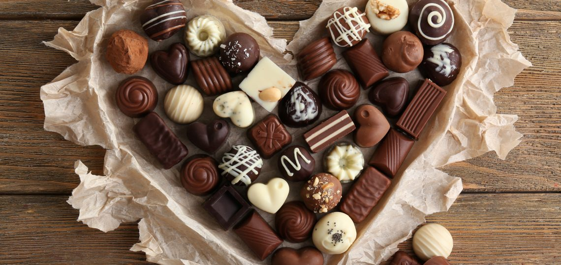 Čokoladno srce puno čokoladnih bombona