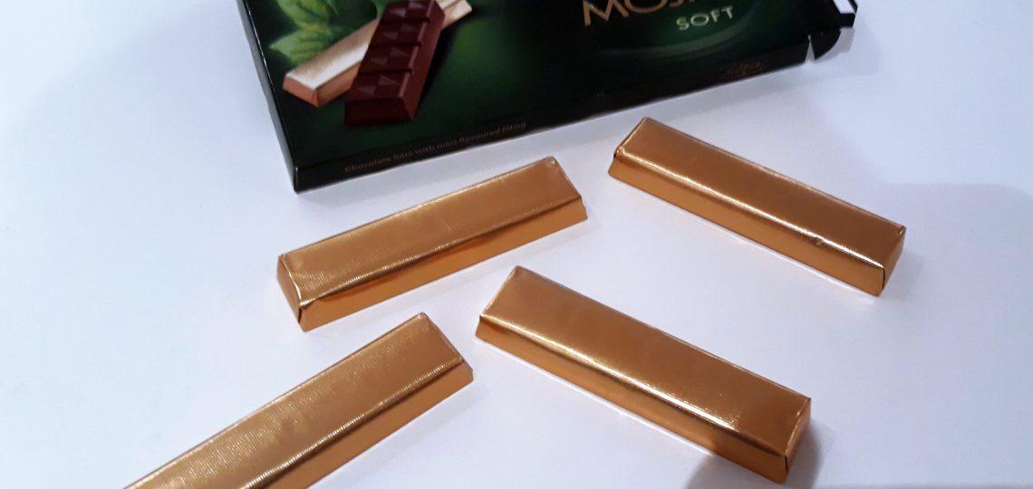 Cokoladne stanglice u zlatnoj foliji