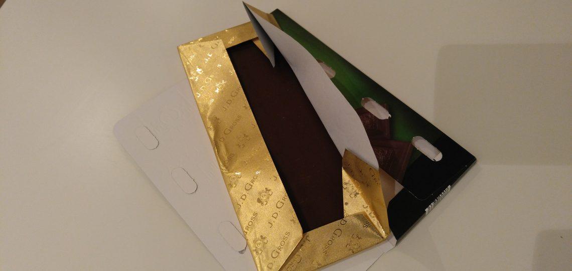 Otvaranje crne luksuzne čokolade