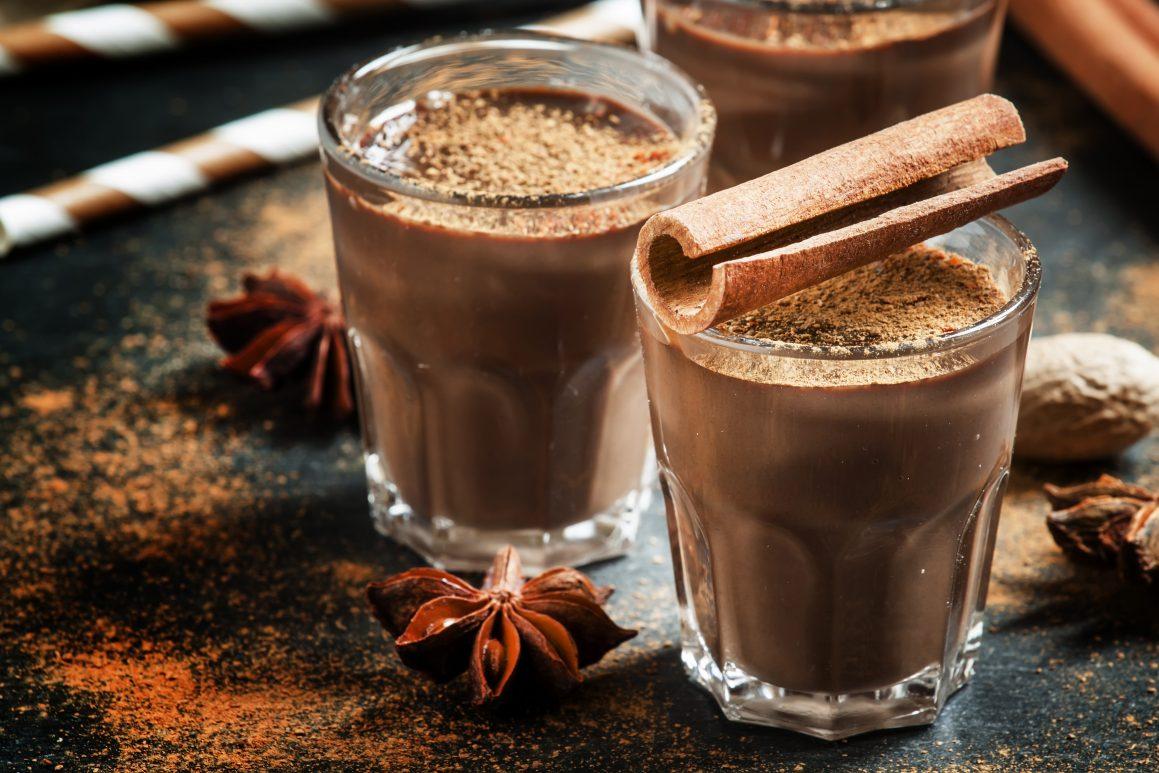 Tečna topla čokolada u čašama