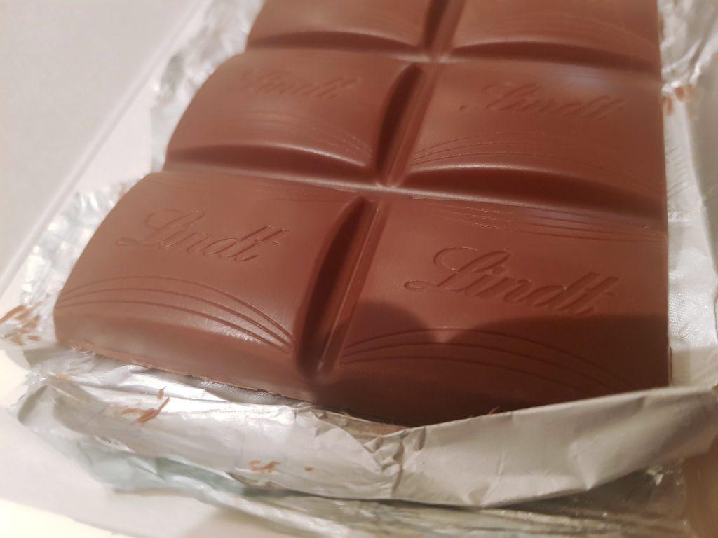 Lindt Creme Brulee cokolada tabla cokolade i kockice