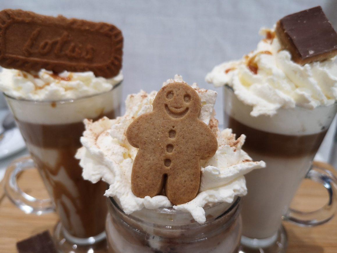 Topla čokolada sa šlagom
